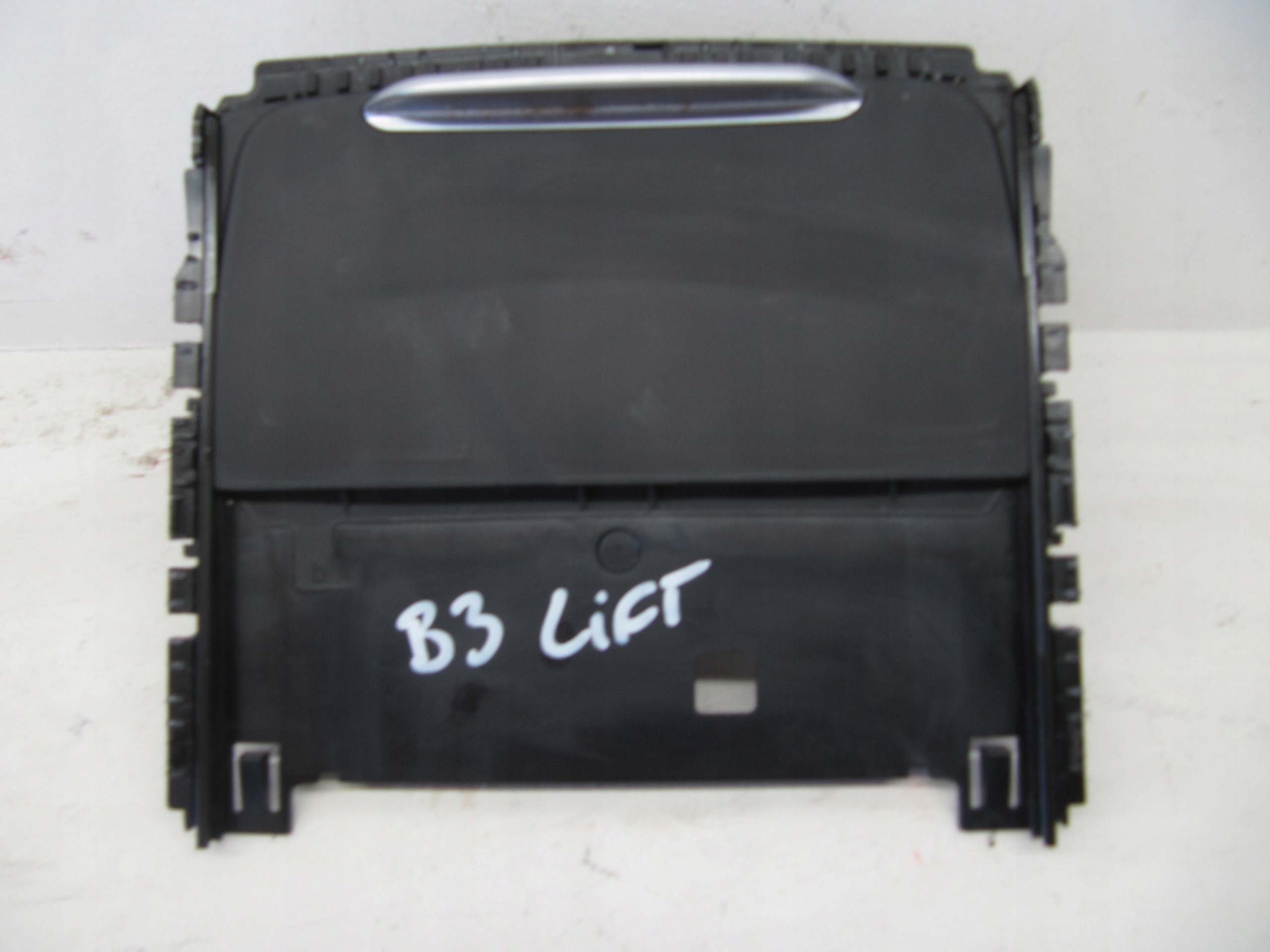 Picture of CUPHOLDER BMW F30 F31 FACELIFT 105495994C