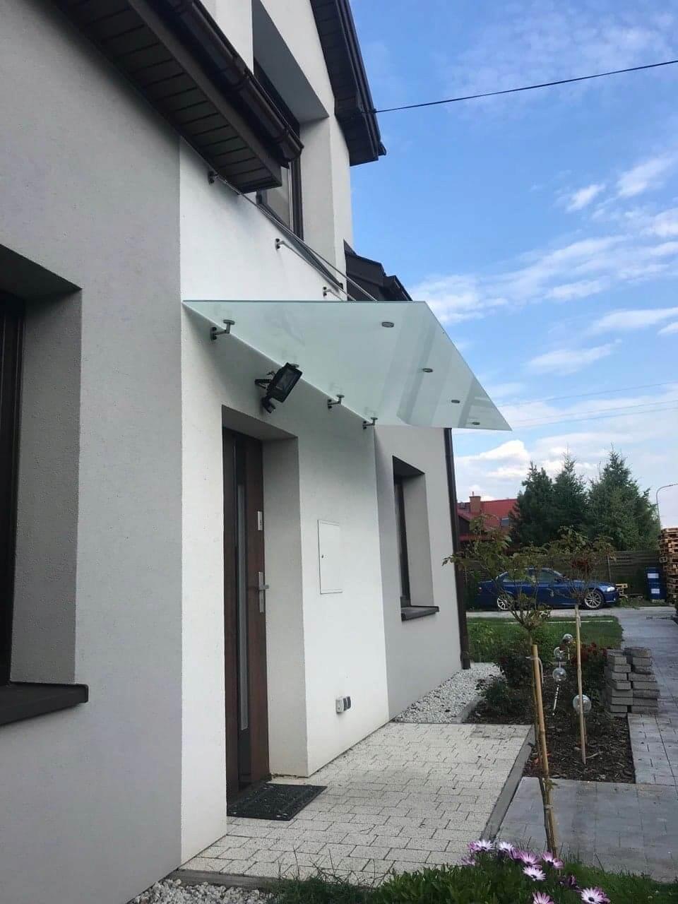 Sklenený baldachýn nad dverami na kotviacich lanách 240 cm / 120 cm