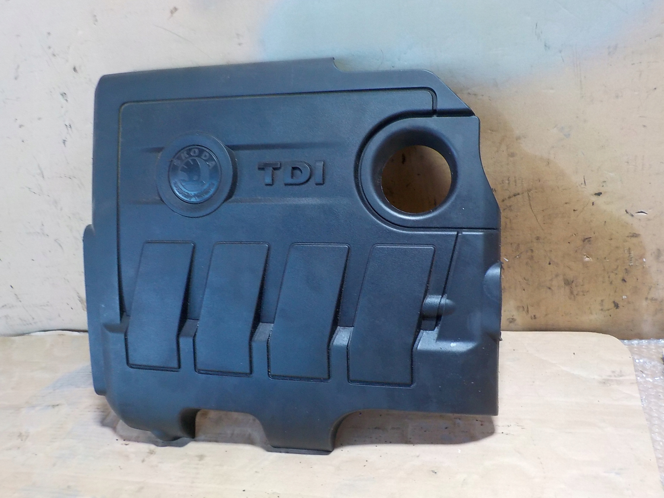 Picture of ROOMSTER ENGINE COVER UPPER 03L103925AT