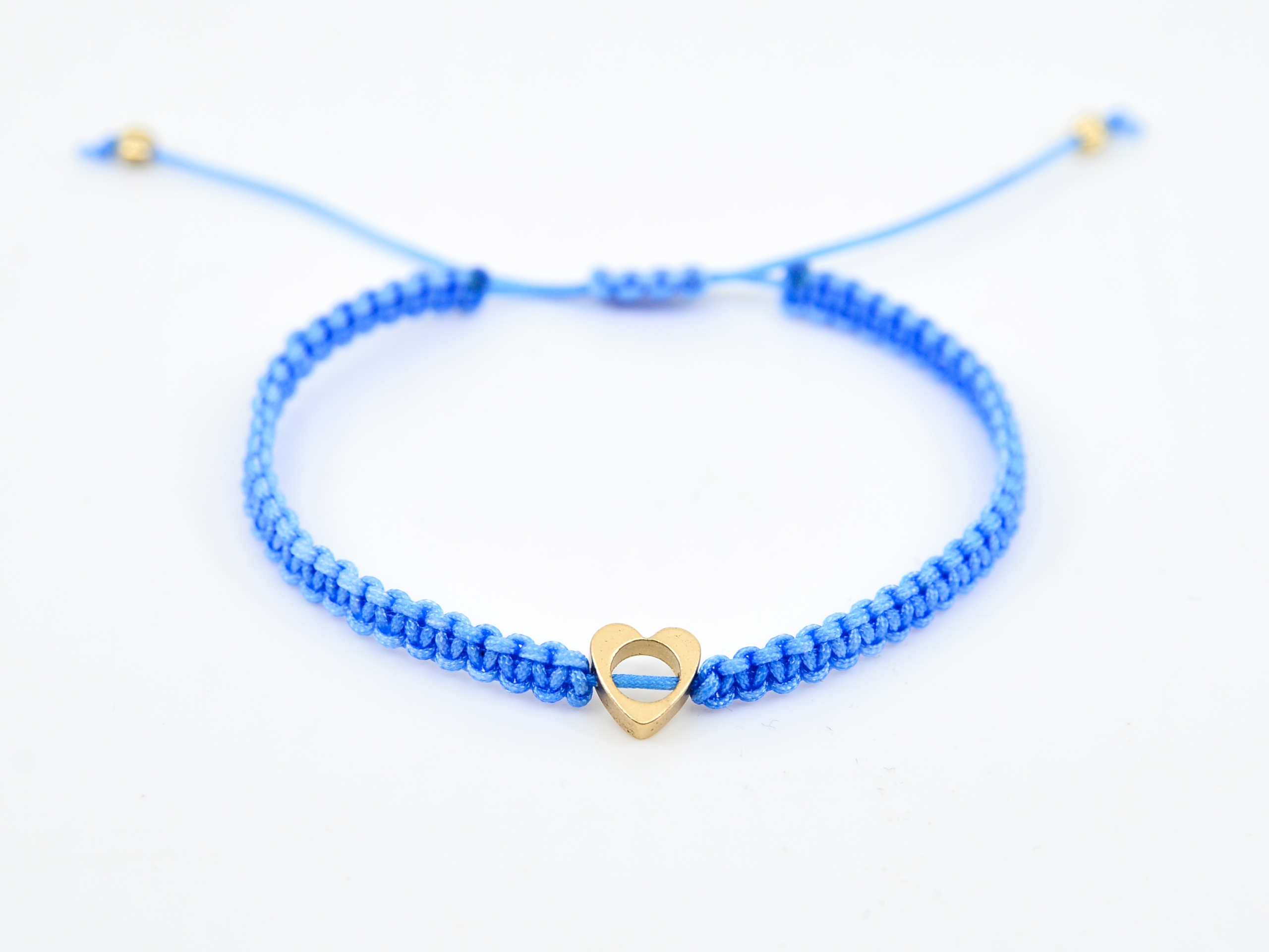 Купить Детский браслет голубое сердце на ниточке BOHO на Otpravka - цены и фото - доставка из Польши и стран Европы в Украину.