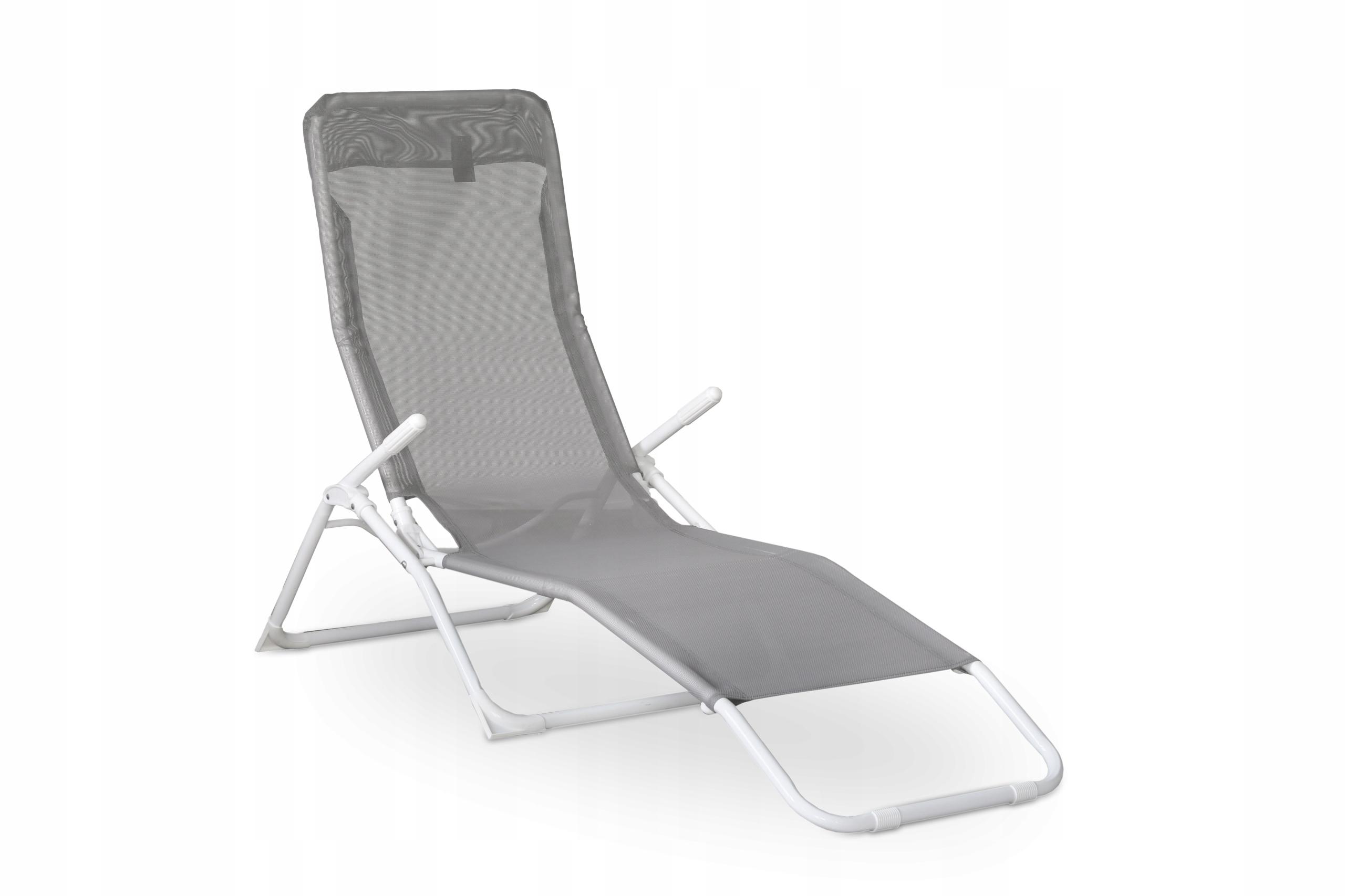 Удобный шезлонг на пляже серое кресло в саду