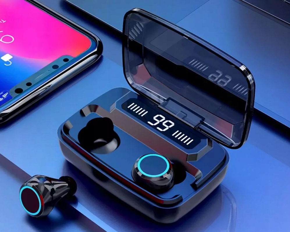 SŁUCHAWKI Bezprzewodowe BT5 WODOODPORNE PowerBank Załączone wyposażenie ETUI z funkcją Powerbank, Pojemność baterii etui 2200 mAh, szybkie ładowanie SŁUCHAWKI BEZPRZEWODOWE bluetooth v5.0, dwukrotnie szybsze łączenie i parowanie wyposażone w mikrofon redukcję szumów, czułość mikrofonu: 42 Db mają ergonomiczny kształt: znakomicie pasują do ucha zapasowe wymienne gumki, instrukcja, opakowanie, kabel USB typ B