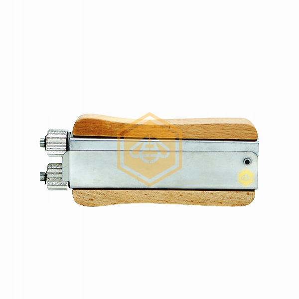 Napinacz drutu w ramce pszczelej-drewniana rączka
