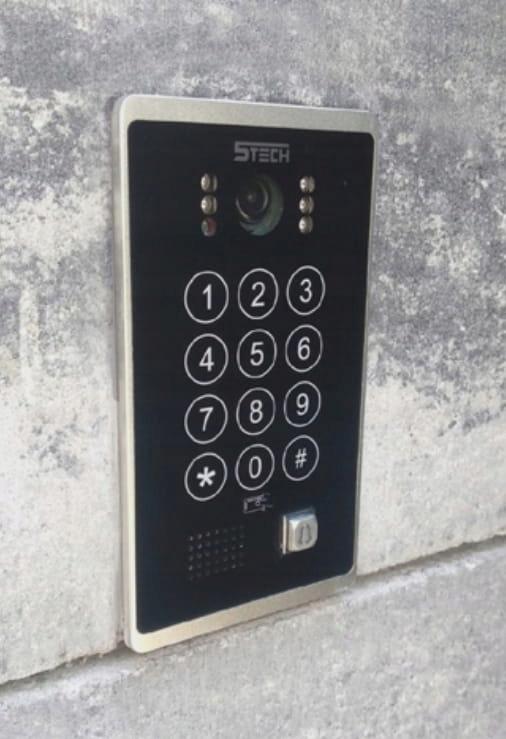 Wideodomofon Videodomofon WiFi 5TECH TELEFON DIN Informacje dodatkowe Czytnik kart zbliżeniowych Interkom Sterowanie napędem bramy Sterowanie oświetleniem
