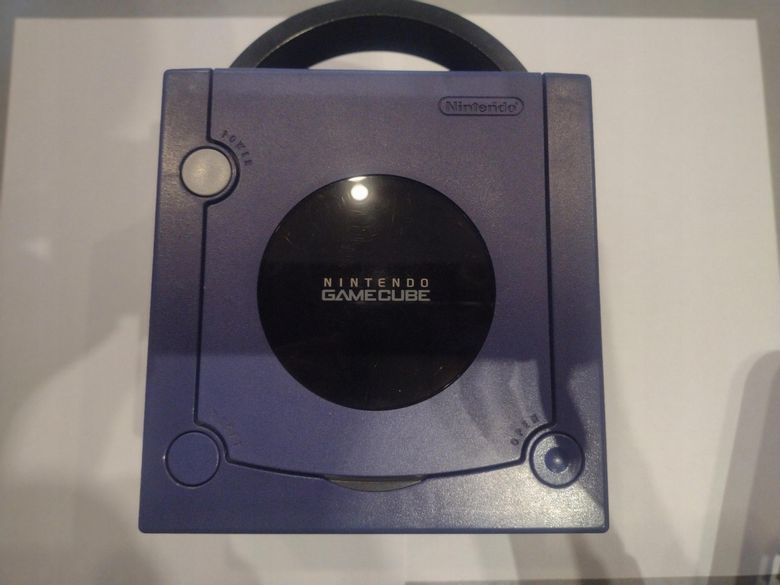 Nintendo Konsole GameCube Pomegranate + kartónové káble