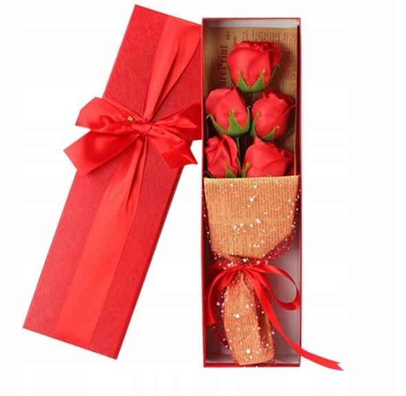 день святого валентина подарок букет роз лепестки для ванны