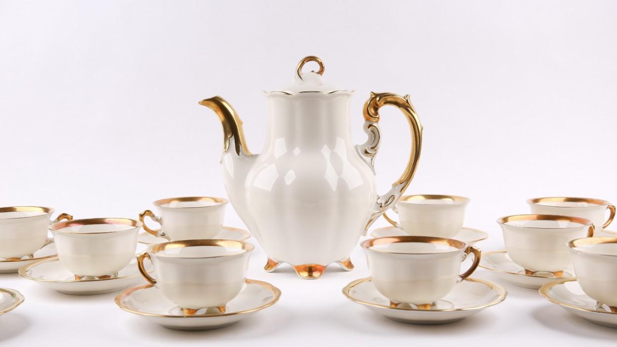 Białe i różowe złoto – kilka słów o polskiej porcelanie po 1945 roku