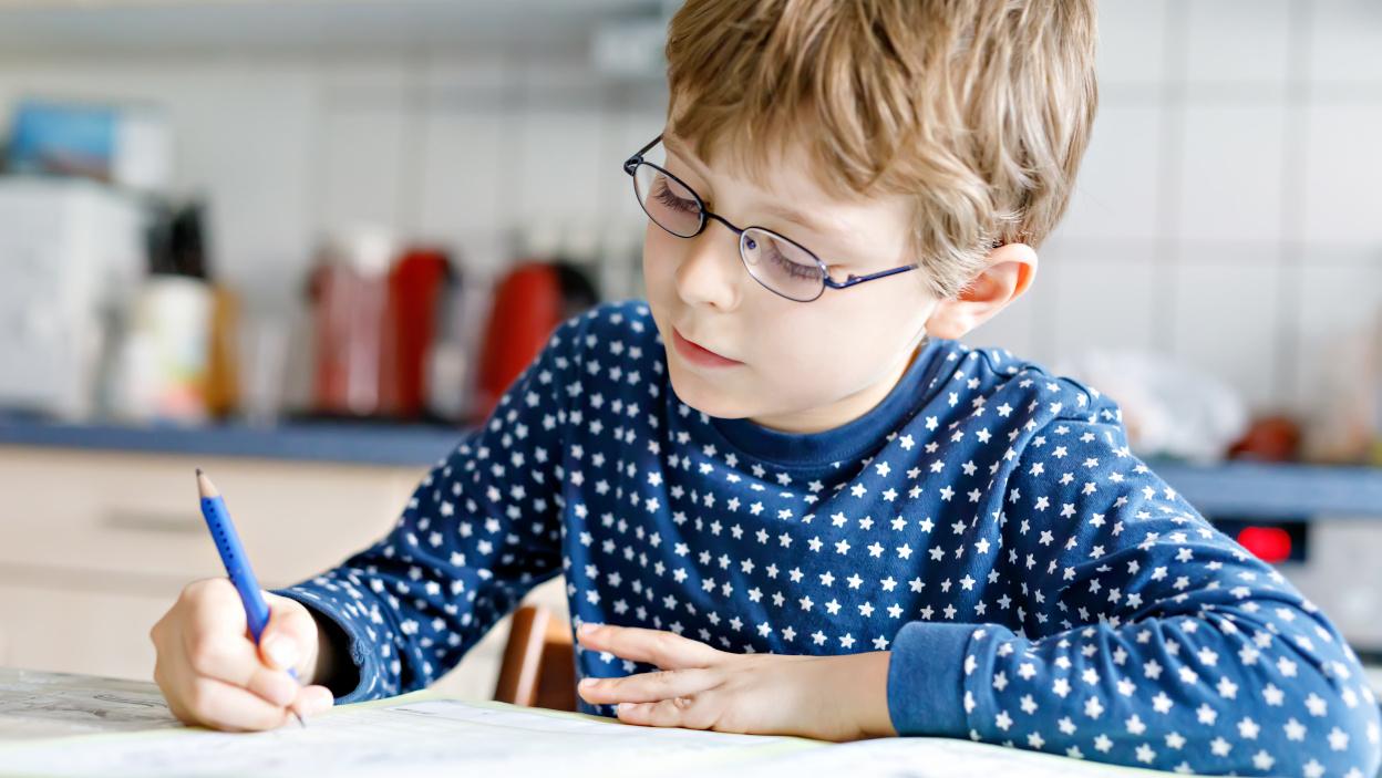 Jak przygotować rękę dziecka do nauki pisania?