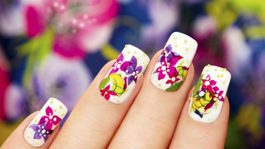 Naklejki na paznokcie – modne tego lata