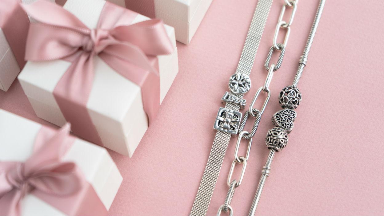 Dzień Kobiet – najlepsze biżuteryjne prezenty