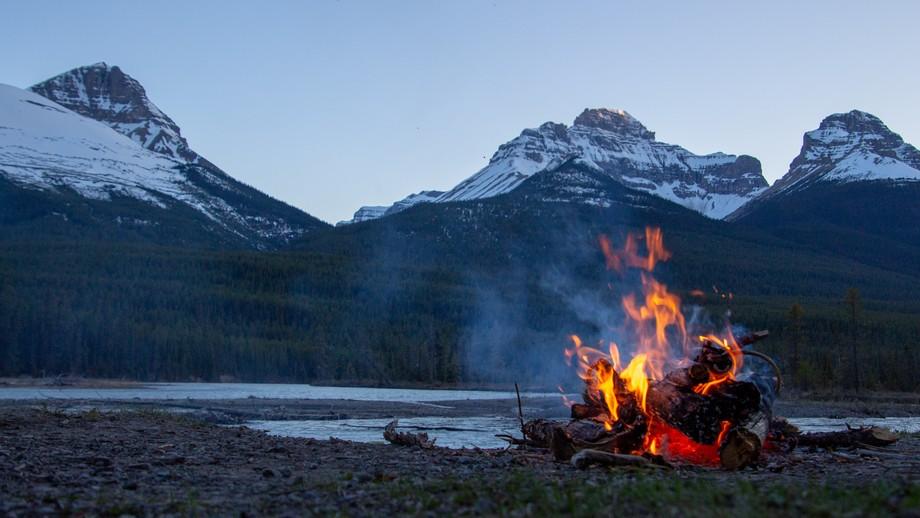 ognisko w gorach