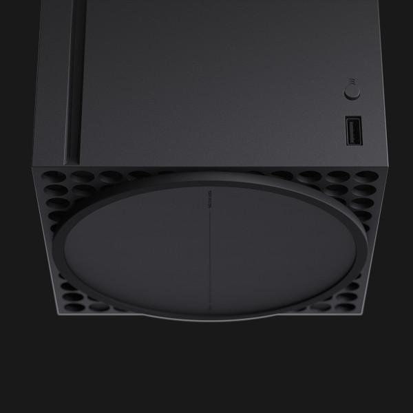 Xbox Series X od spodu