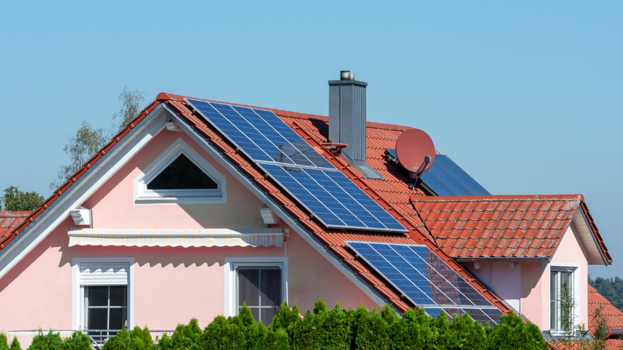 Zainwestuj w fotowoltaikę i zacznij samodzielnie produkować energię elektryczną