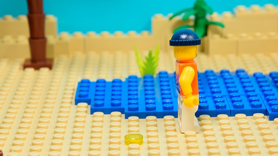Lego figúrky pozdĺž tela