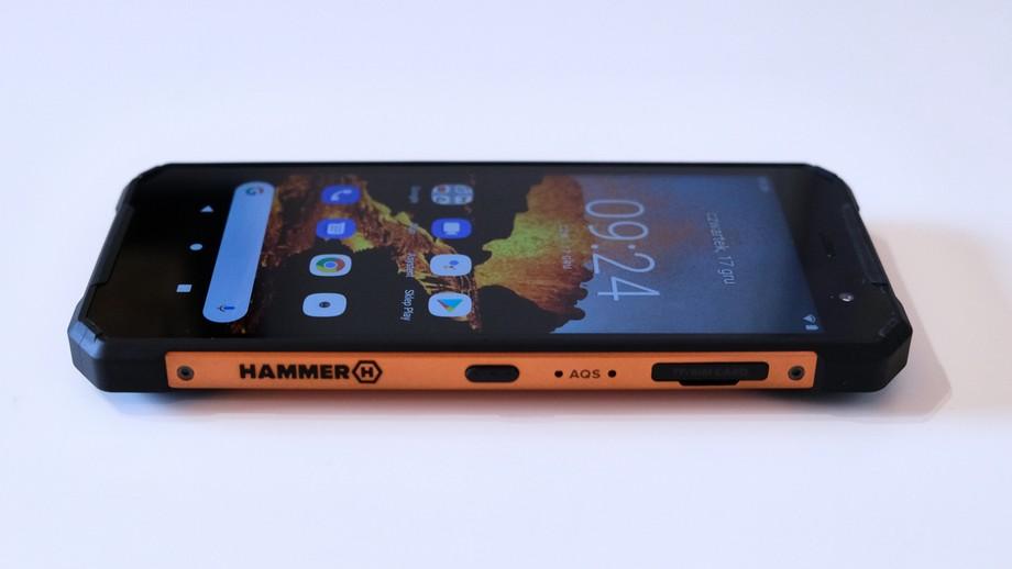 smartfon Hammer Explorer Pro prawy bok