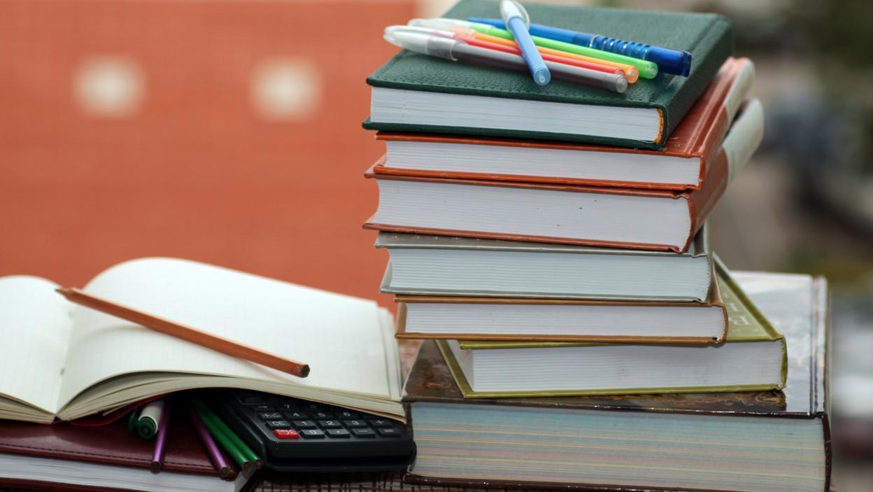 Książki dla studentów — nowe czy używane? Co bardziej się opłaca?