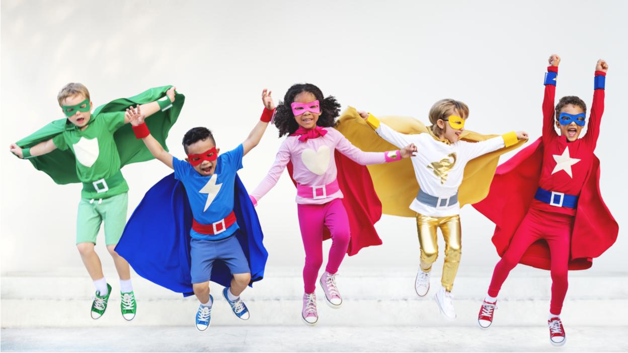 10 prezentów dla małego superbohatera