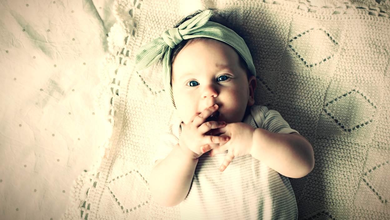 Ubierz mnie wygodnie – najpotrzebniejsze ubranka i akcesoria w wyprawce noworodka