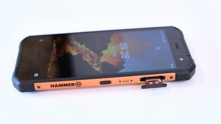 smartfon Hammer Explorer Pro tacka na kartę SIM