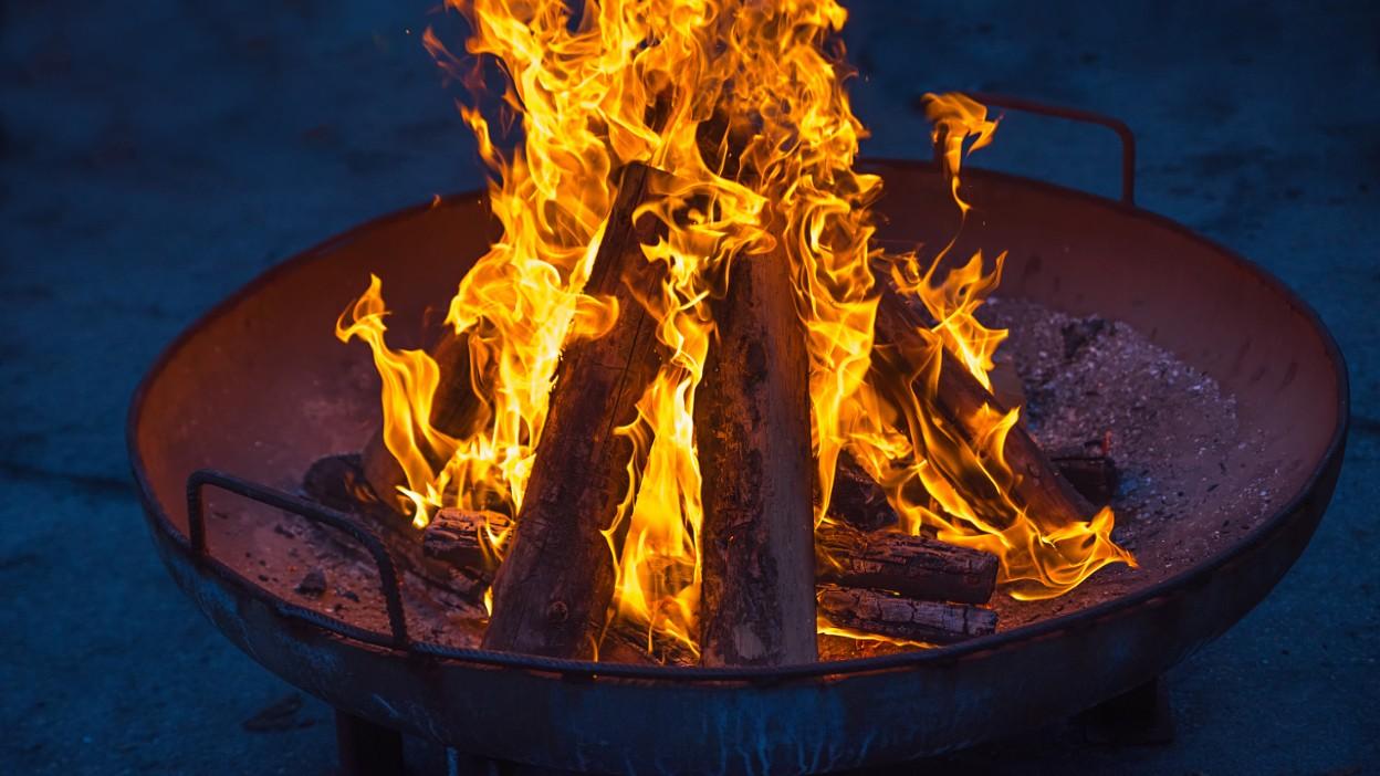 Záhradný krb - ako bezpečne zapáliť oheň na záhrade?