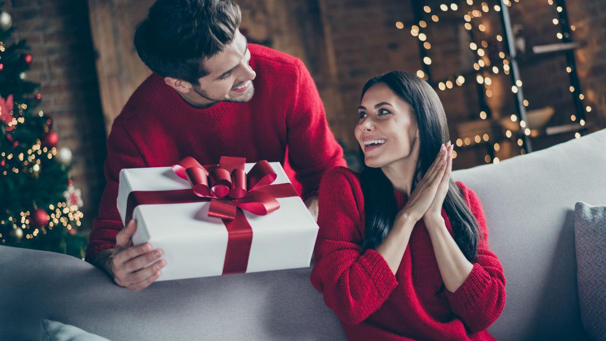 Pomysły na świąteczne prezenty dla niej
