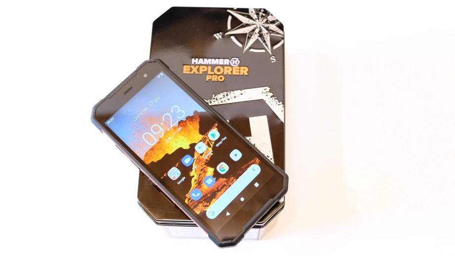 smartfon Hammer Explorer Pro na pudełku