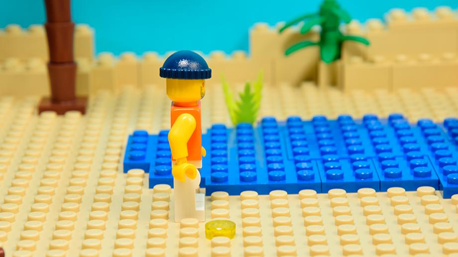 Lego figúrka - nohy pripevnené k dlaždici