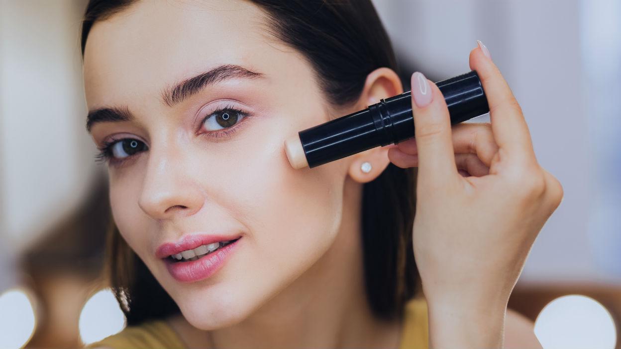 Kosmetyki do makijażu w sztyfcie – jak stosować