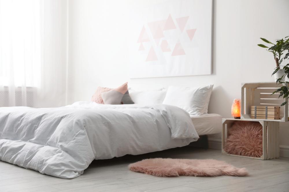 soľná lampa v spálni