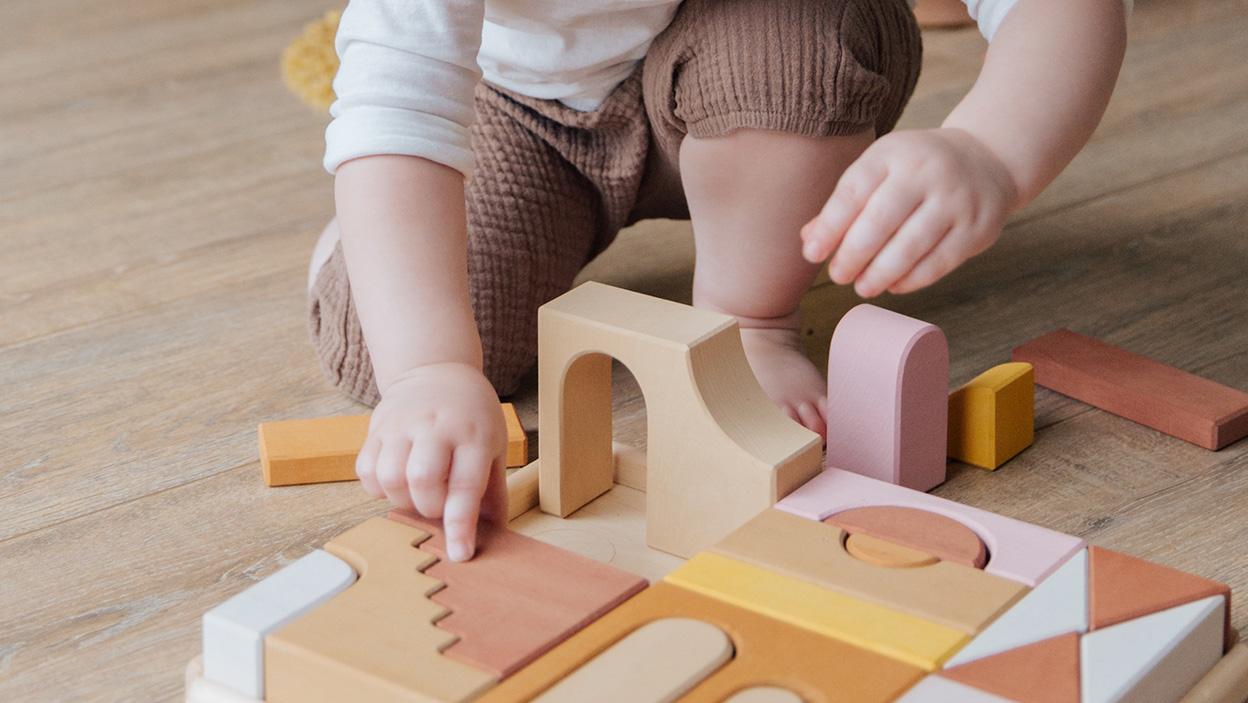 Kreatywne sposoby na spędzanie czasu z dzieckiem w domu: budowanie