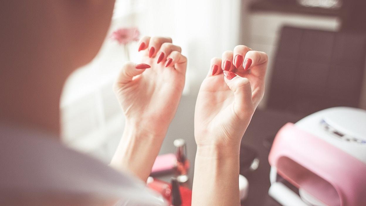 Hybrydowy, żelowy, klasyczny – który manicure wybierasz?