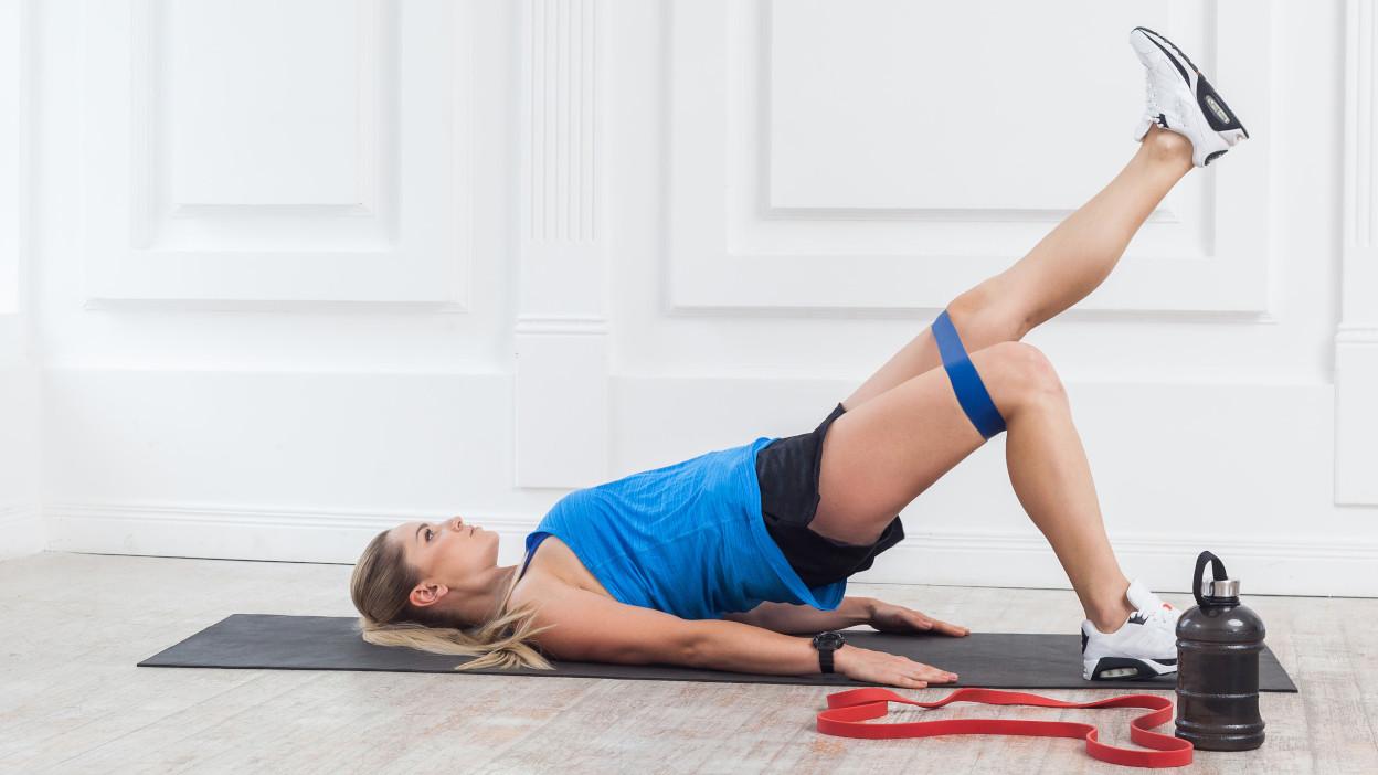 Trening Z Gumami W Domu 8 Zestawow Cwiczen Dla Kobiet Allegro Pl