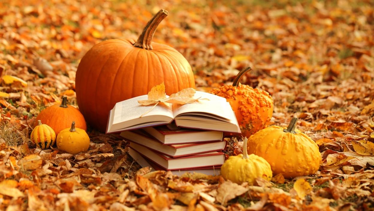 Halloween 2020: 7 nowych książek, które przyprawią cię o gęsią skórkę