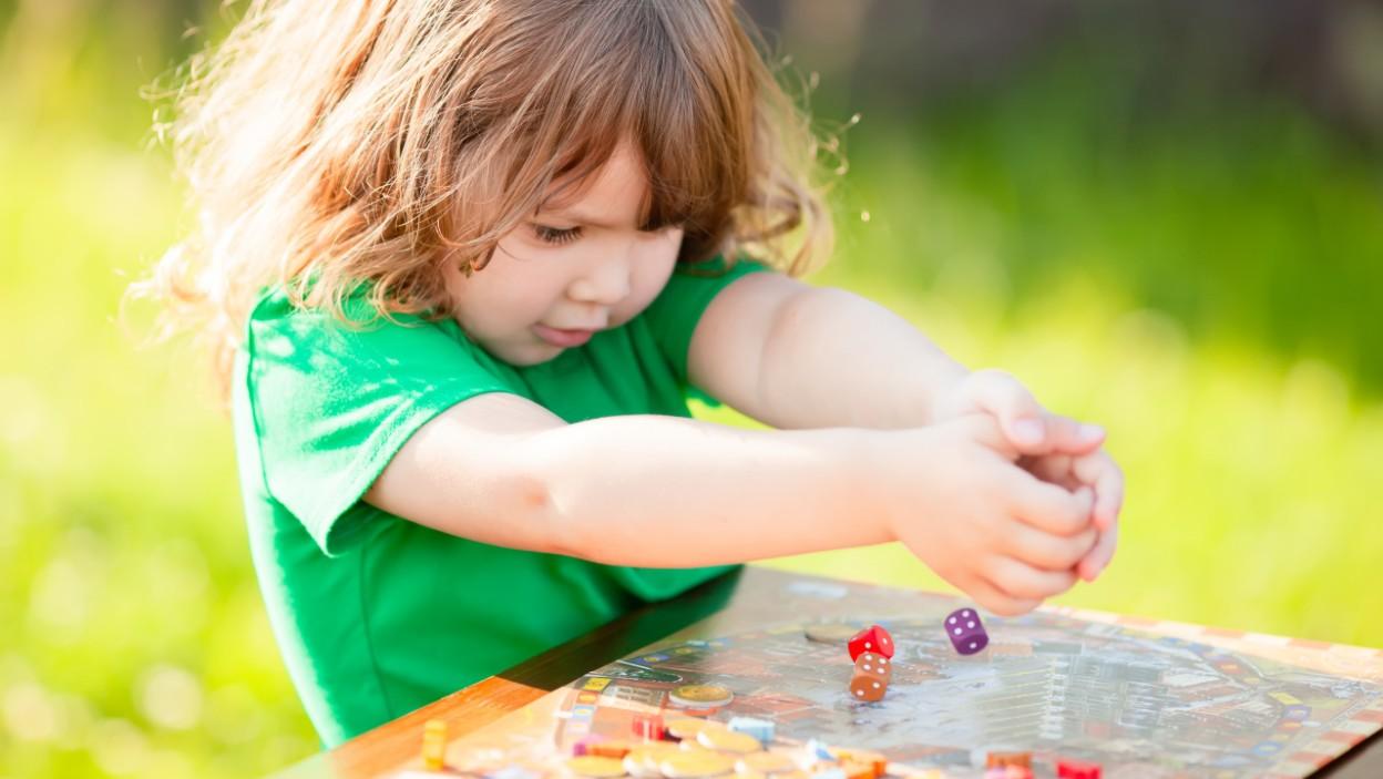 Zabawy na pikniku – familijne gry planszowe