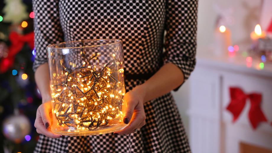 Lampki nie tylko na choince – jak wykorzystać świąteczne ozdoby?