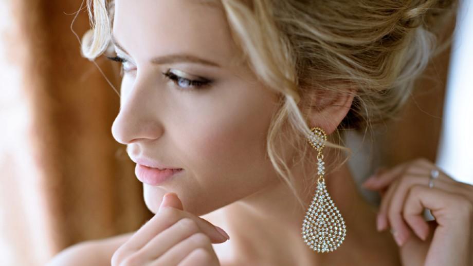 Biżuteria ślubna – najpiękniejsze ozdoby, które podkreślą Twoją urodę w tym szczególnym dniu