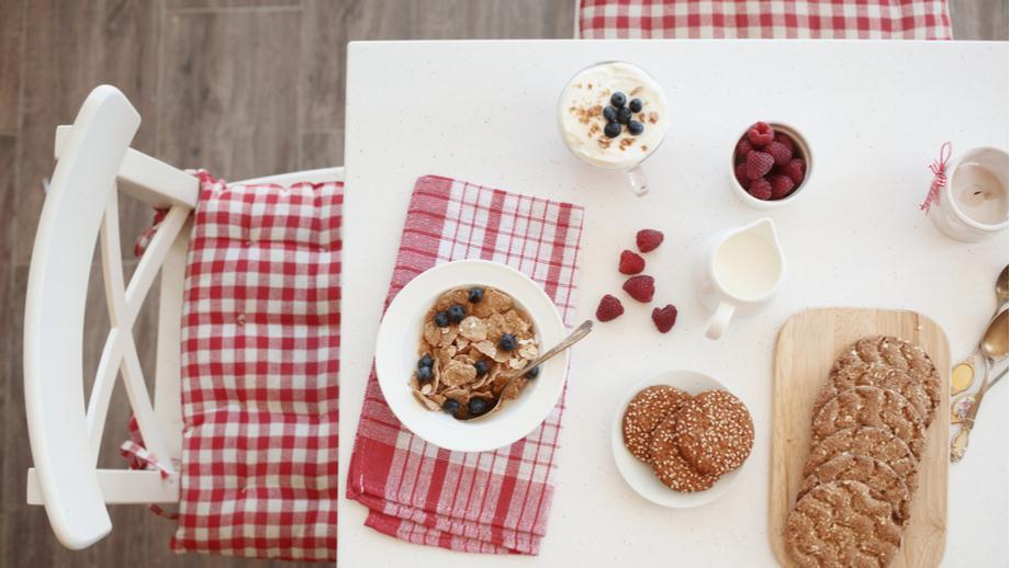 Jak wybrać rozkładany stół do małej kuchni?