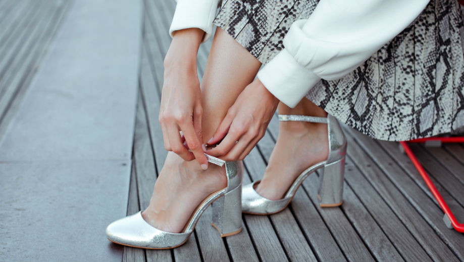 Jakie buty do spódnicy midi? Oto najlepsze modele