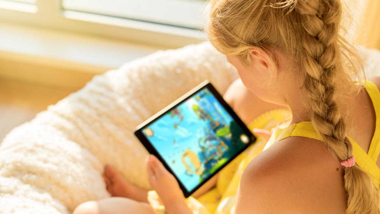 Jak wybrać bezpieczną grę mobilną dla dziecka?