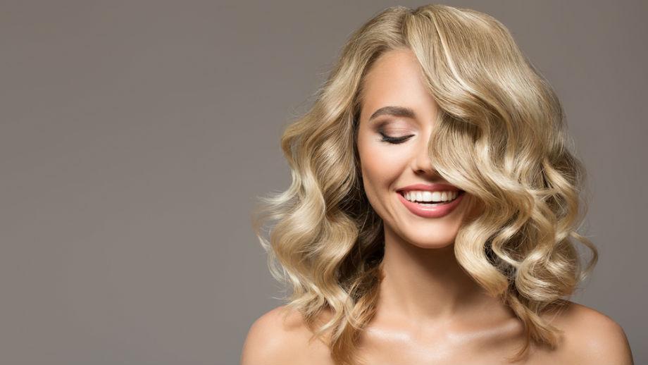 6 kosmetyków, z pomocą których zapomnisz o puszeniu się włosów
