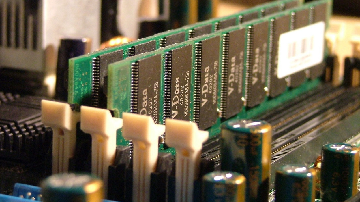 Jak parametry pamięci wpływają na wydajność komputera?