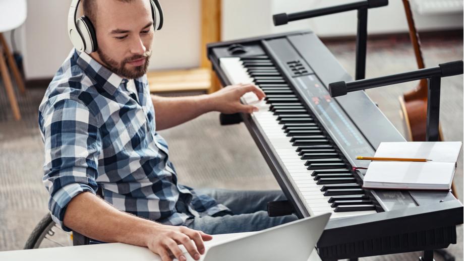 Samodzielna nauka gry na pianinie - jak zacząć?
