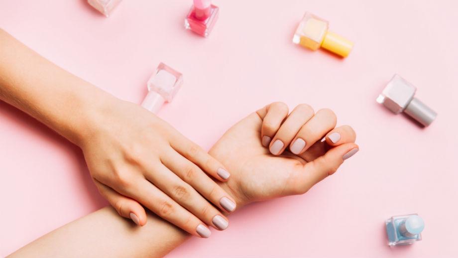 Pastelowe kolory lakierów do paznokci – jakie będą modne w tym sezonie?