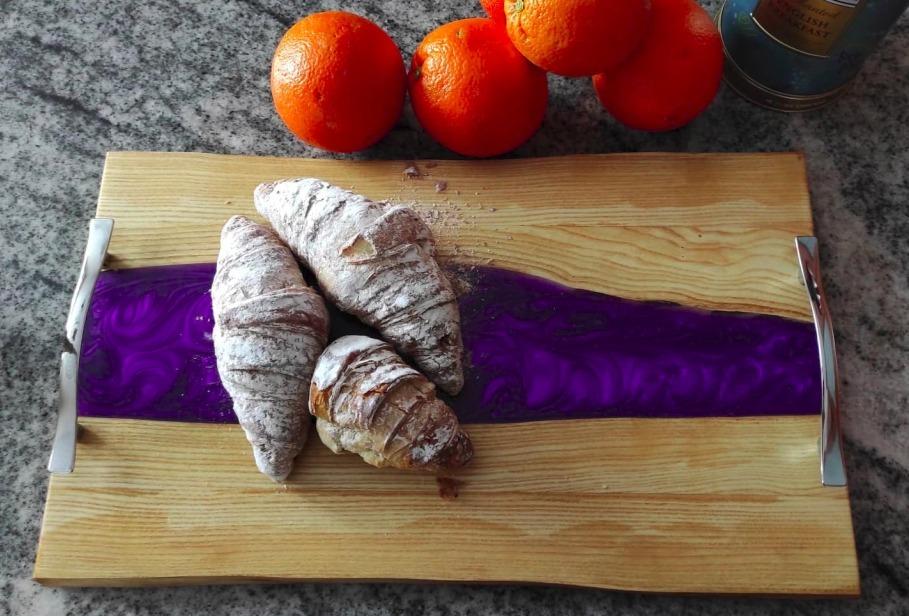 Доска кухонная сервировочная с эпоксидной смолой