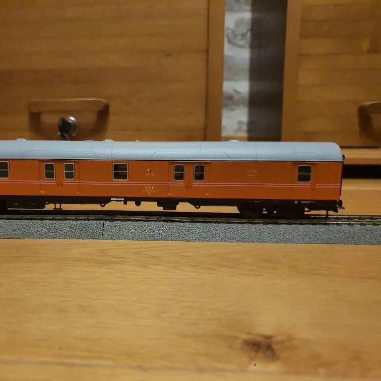 H0 Niemiecki wagon pocztowy przemalowany na PKP