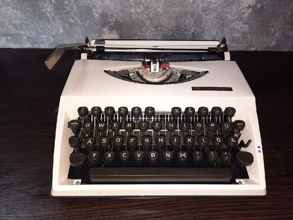 Пишущая машинка Adler Tippa