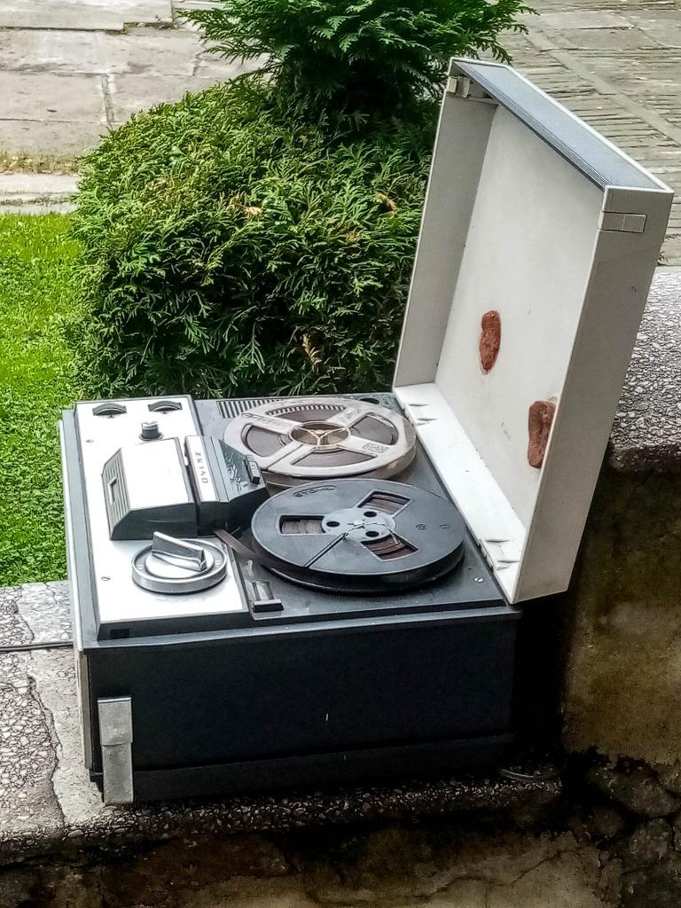 Stary magnetofon szpulowy Grundig ZK 140 PRL