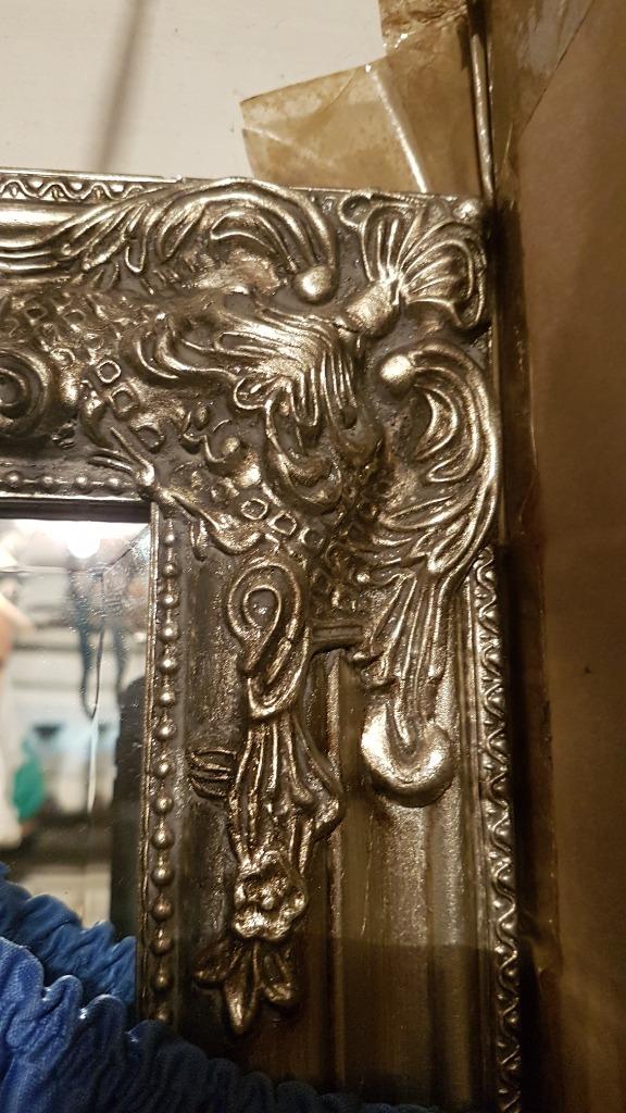 Srebrne lustro mocno rzeźbione w drewnianej ramie