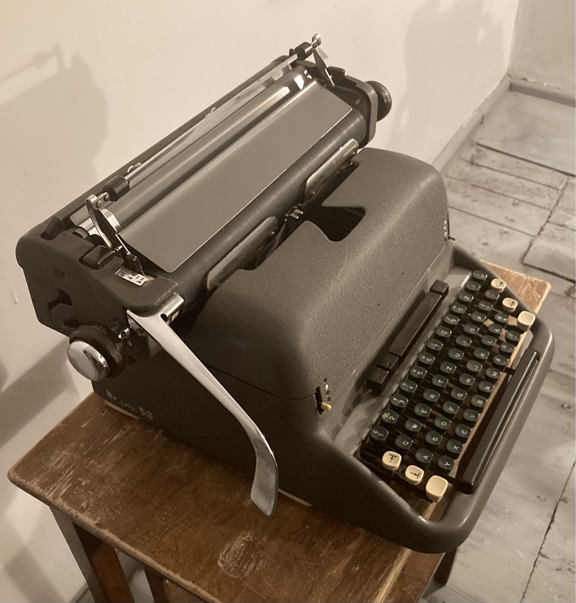 Maszyna do pisania Consul, wysoka, rzadki model