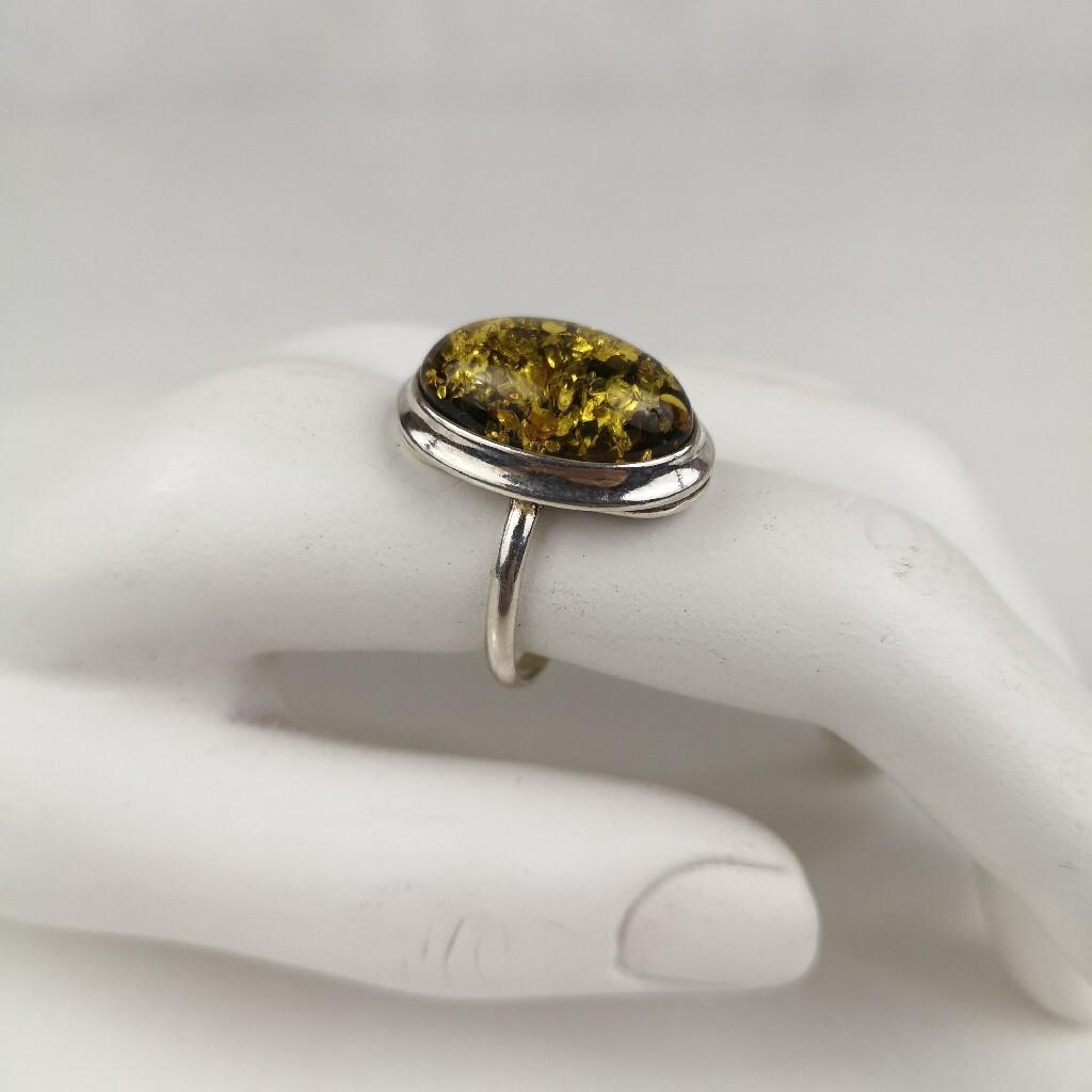 Pierścionek srebro i zielony bursztyn piękny duży